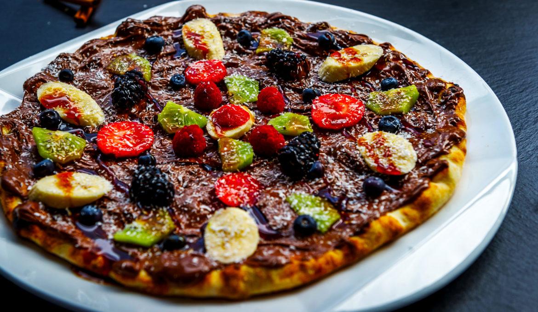 Pizza cu nutella si fructe