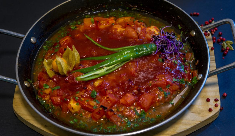 Kafta iute la tigaie cu sos de rosii