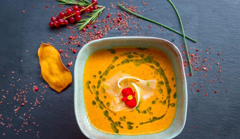Supa de rosii cu busuioc si parmigiano reggiano