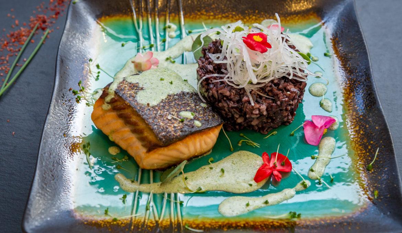 File de somon cu orez negru si trufe